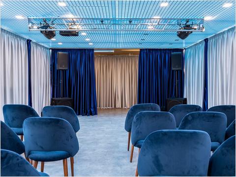 Настольный футбол в мастер-салоне