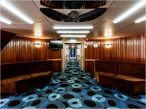 Холл на главной палубе в кормовой части теплохода «Феликс Дзержинский»