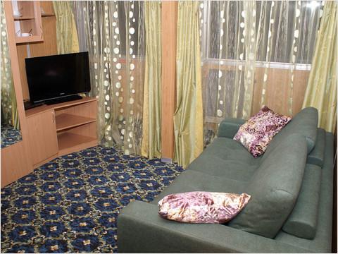 Гостиная комната люкса теплохода «Михаил Фрунзе»