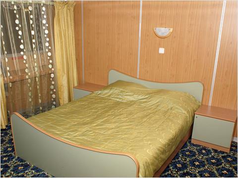 Спальная комната люкса теплохода «Михаил Фрунзе»