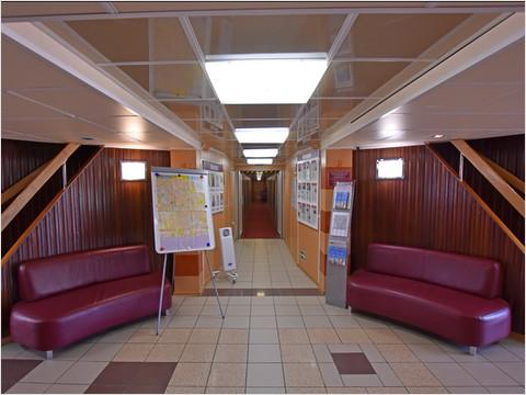 Холл главной палубы теплохода «Михаил Фрунзе» (фото 15 из 28)