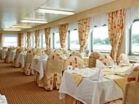 Ресторан Волга на средней палубе