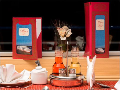 Ресторан теплохода «Александр Пушкин»