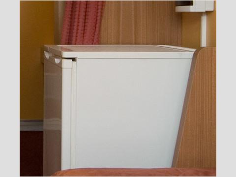 Холодильник в каюте теплохода «Александр Радищев»