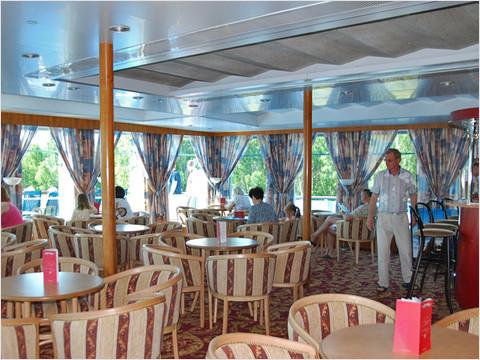 Музыкальный салон-бар «Панорама» теплохода «Александр Радищев» (фото 38 из 47)