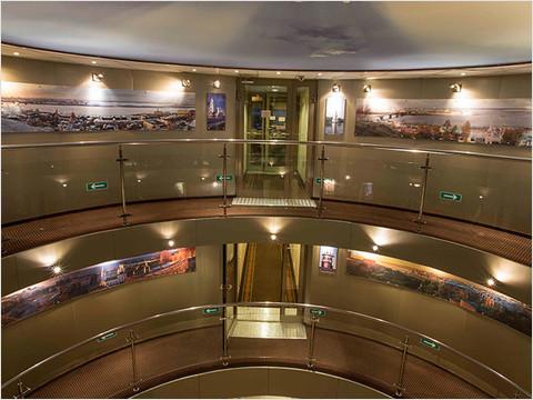 Главный холл теплохода «Мстислав Ростропович» (фото 17 из 35)