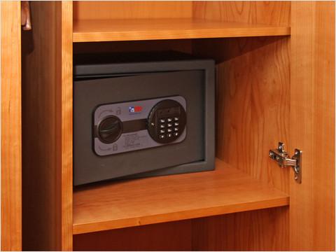 Персональный сейф в каюте теплохода «Мстислав Ростропович» (фото 7 из 36)