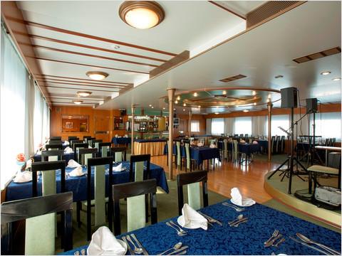 Бар-ресторан «Нева» теплохода «Константин Симонов»
