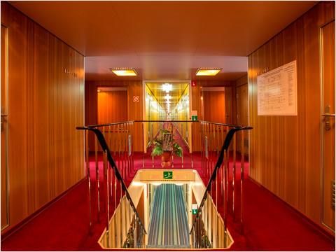 Холл шлюпочной палубы теплохода «Константин Симонов»
