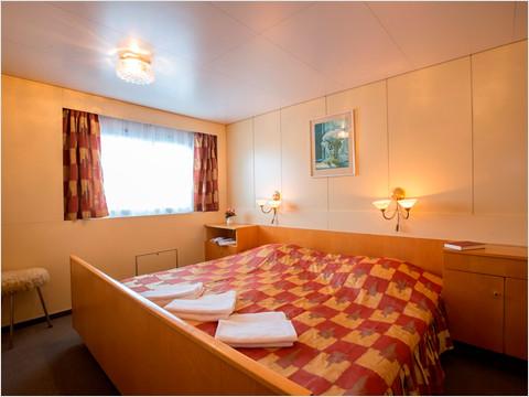 Спальная комната Люкса теплохода «Константин Симонов»